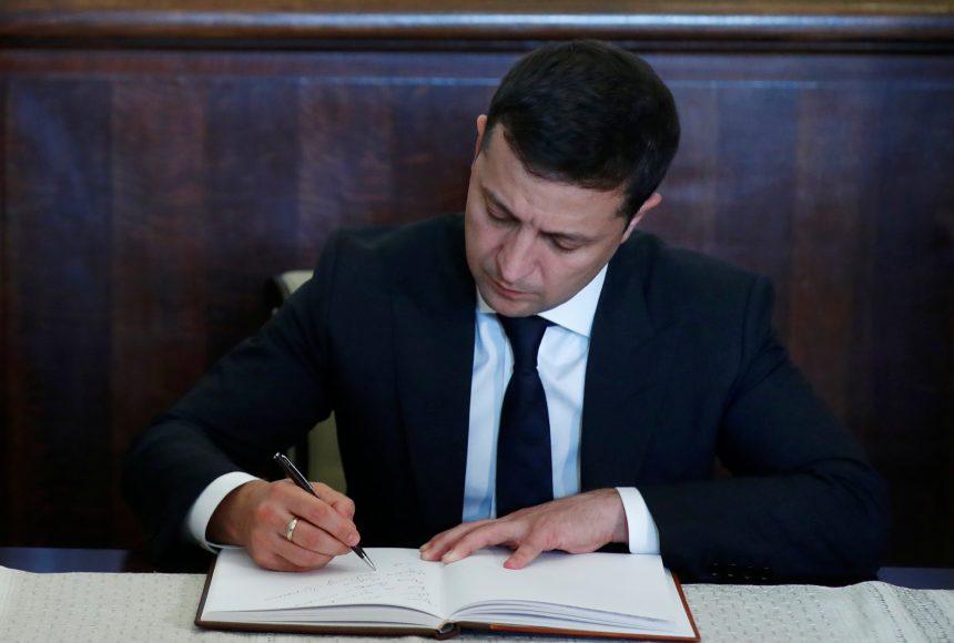 Указ подписан! Зеленский уволил топового чиновника. «11 октября только назначил»