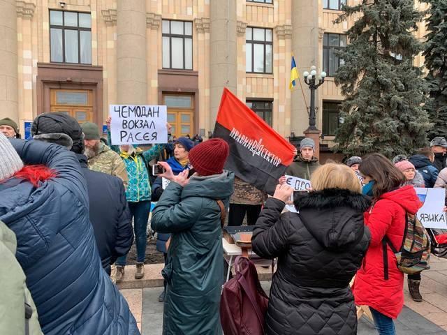 «Чемодан, вокзал …» Пророссийский митинг в Харькове закончился, не начавшись. Останавливали как могли