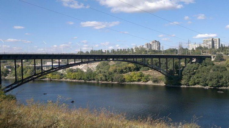 «Его пытались отговорить прыгать»: Подросток прыгнул с моста высотой в 40 метров на глазах у прохожих