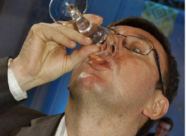 «Вы не можете убрать эту д * ру!» Опубликована скандальная переписка Луценко. Теперь его точно ничего не спасет