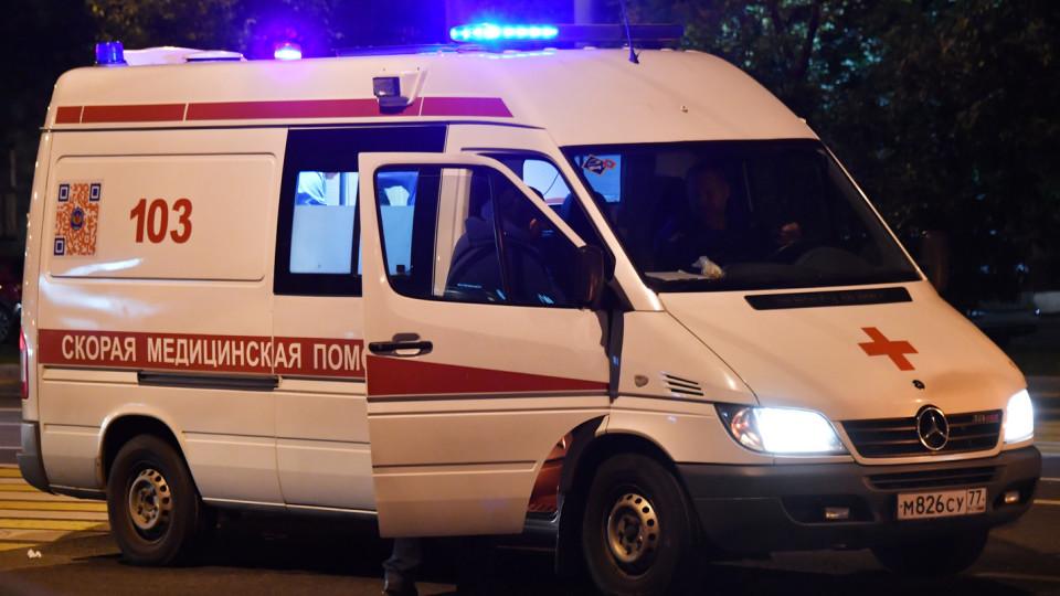 Занесло. В Сумах маршрутка врезалась в электроопору: пострадали 10 человек