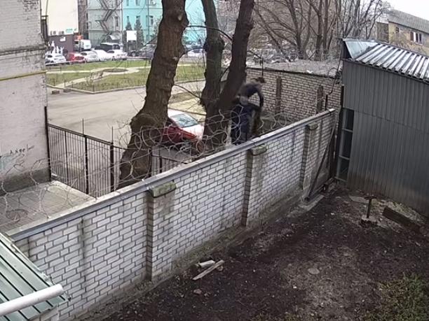 Екснардеп Чорновол незаконно проникла на территорию ГБР и «напала» на Бабикова. Выводили силой