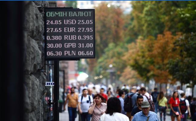Аналитики рассказали, чего ждать от курса доллара. «Рано или поздно начнет «давить»»