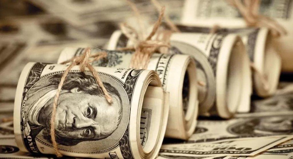 Доллар затаился, курс валют удивит украинцев: чего ждать в обменниках