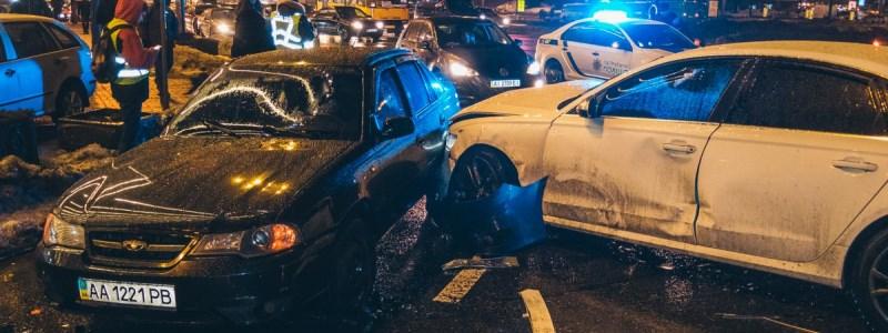 Страшное ДТП с 5 авто поразила столицу. Троих пострадавших спасают врачи