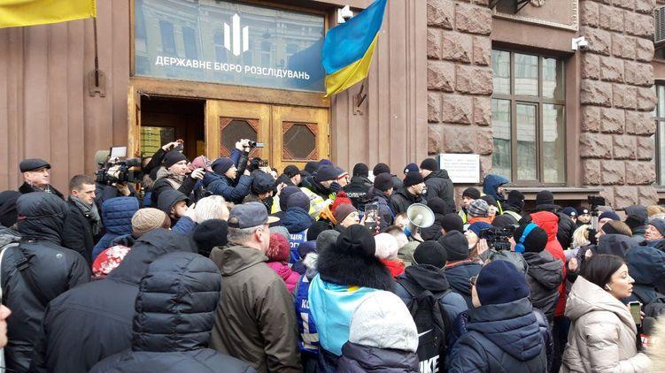 Государственная измена! Порошенко приехал в ГБР на допрос. Привел «своих»