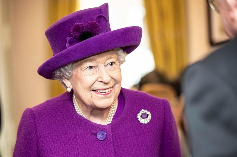 Забрала все. Королева Елизавета II решила судьбу принца Гарри и Меган Маркл. Это жестоко