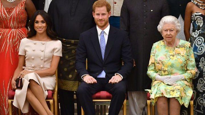 Экстренное совещание: Королева Елизавета решает судьбу Меган Маркл и принца Гарри