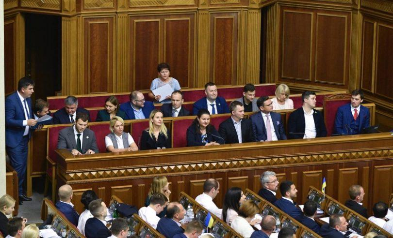 «Не могу жить на такую зарплату» В Кабмине Гончарука назревает громкая отставка. Неожиданно!