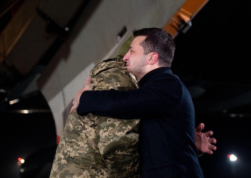 Никто не ожидал! Освобожденный пленный поразил поступком. Украинцы не сдерживают слез