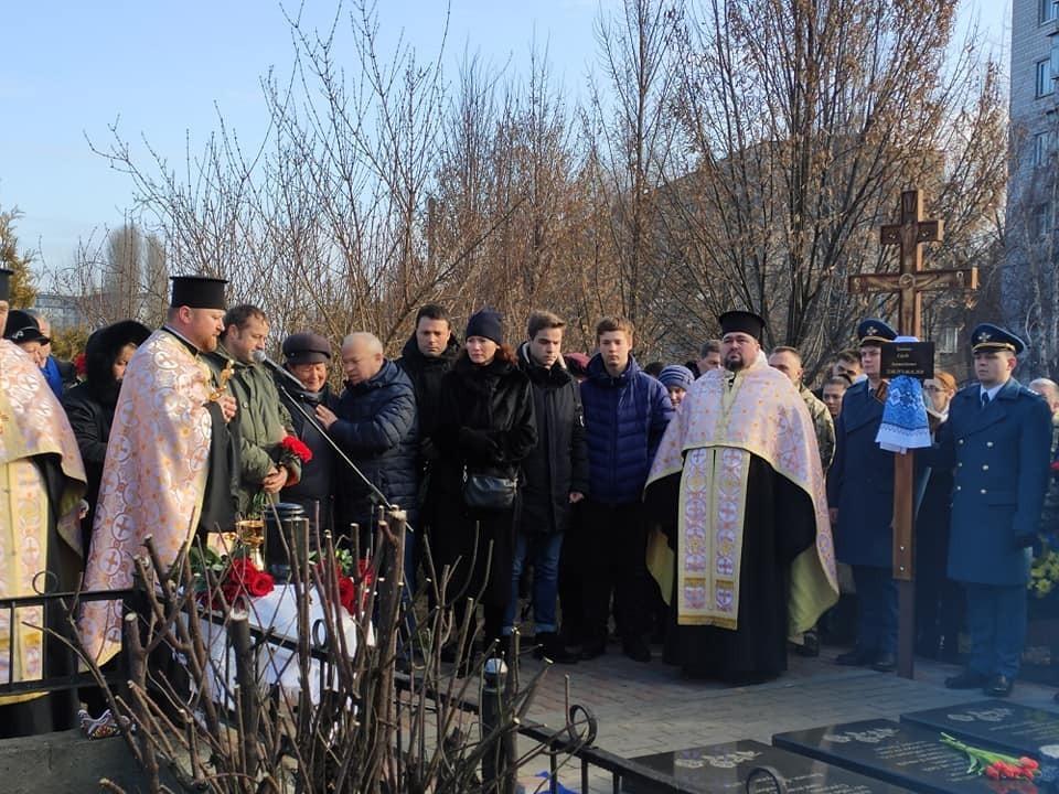 «Вечного полета»: в Борисполе похоронили погибшего пилота МАУ. Рядом с другим героем