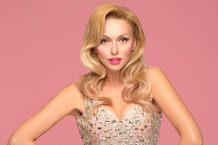 «Идеальная женщина, просто Барби»: пляжные снимки Оли Полякововой восхитили украинцев