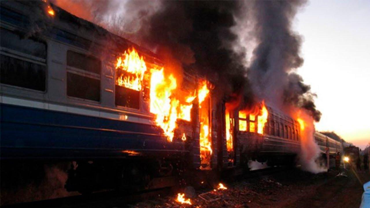 «Ад на колесах». Под Киевом во время движения загорелся переполненный поезд. Спасались как могли