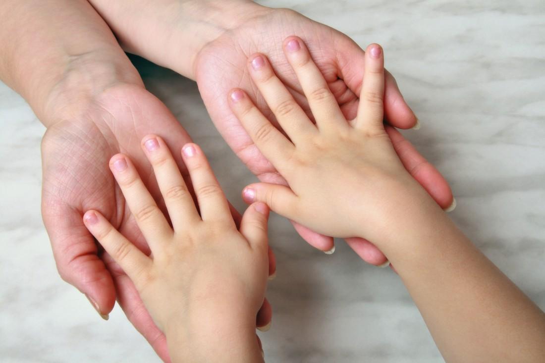 Закрылись почти на две недели: на Николаевщине родители морили голодом двухлетнего ребенка