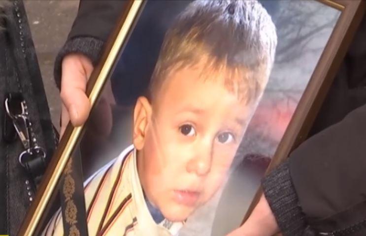 «Умер на руках у отца»: Жуткие подробности смерти 2-летнего ребенка на приеме у врача. «Кричал и плакал»