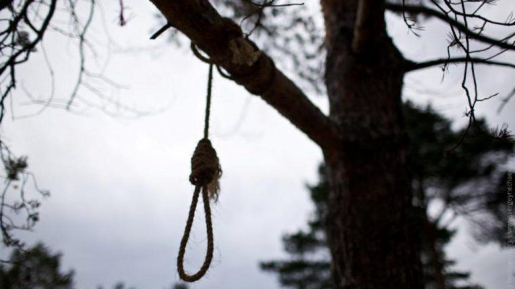 «Пока все спали …»: Мужчина покончил с жизнью на могиле своей матери. «Заподозрил у себя страшную болезнь»