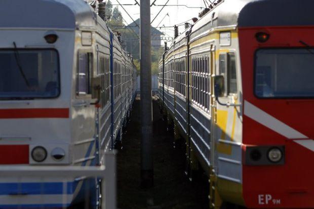 Пьяный дебош: На Львовщине пассажир устроил жестокую драку в поезде. Досталось и полицейскому