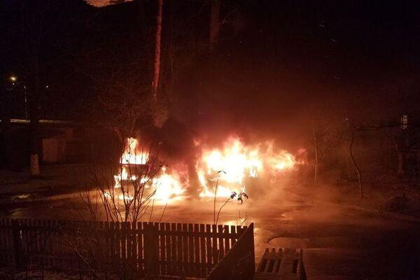 «Не доброе утро …» На Киевщине сожгли машину депутата. Другим тоже досталось