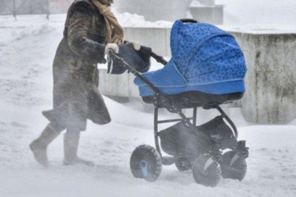 «Руки были холодные, как лед.» Мать бросила младенца посреди улицы. Чуть не замерзло