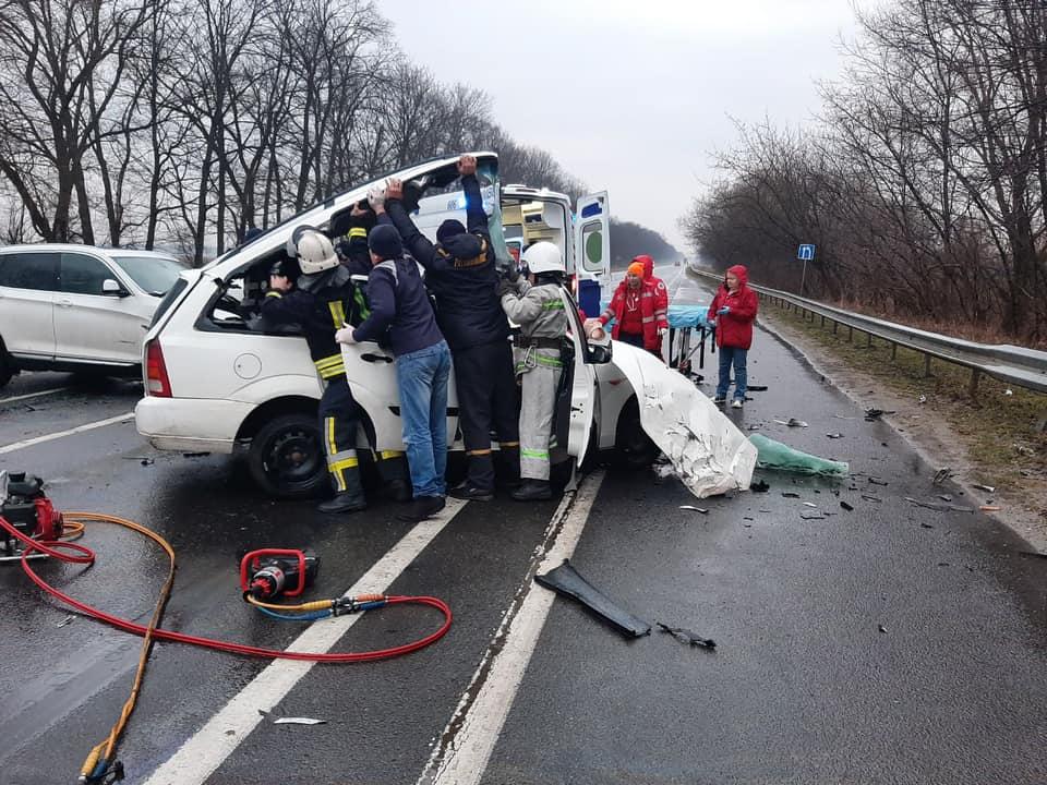 Тело вырезали из машины. Адская ДТП потрясла Украину. Смяло в груду металлолома