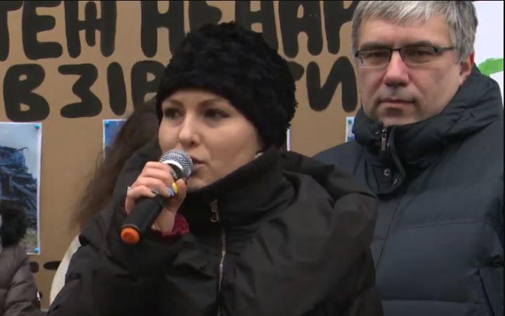 «Шоу людей Порошенко!»: Федина шокировала своим поступком у здания ГБР. «Пошла ва-банк перед допросом»