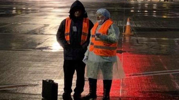 «Делают вид!» В аэропорту произошло немыслимое. Депутат рассказал правду. Зеленский предупреждал
