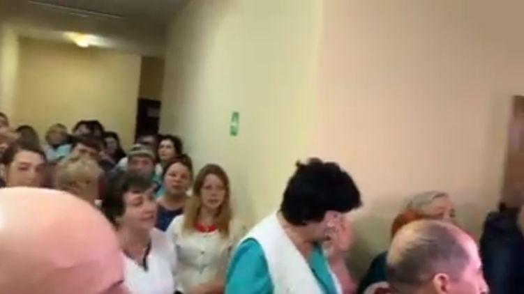 «Пели гимн»: СМИ показали радость в больнице на Львовщине. «С днем достоинства, которого нет»