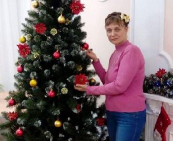 «Ушла из дома и не вернулась»: Под деревом в лесу нашли мертвой 34-летнюю женщину. Двое детей остались без мамы