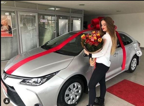 «Стоимостью полмиллиона»: 18-летняя дочь экс-заместителя начальника полиции получила дорогое авто