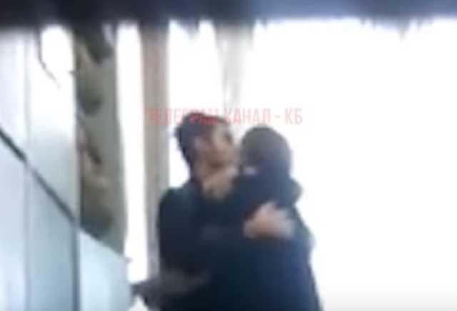 «Сидит у него на коленях, целует и …»: В России 35-летняя учительница закрутила роман с 15-летним учеником. «Родители шокированы»
