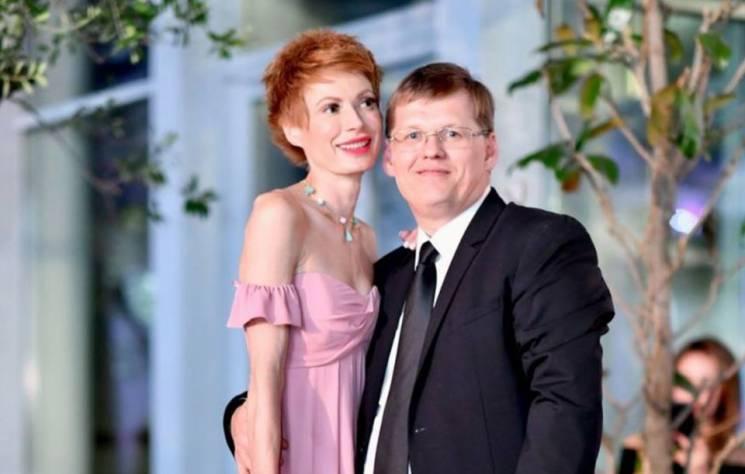 «В компании полу одетого мужчины» Невеста Розенко шокировала откровенным фото. «Это уже слишком»