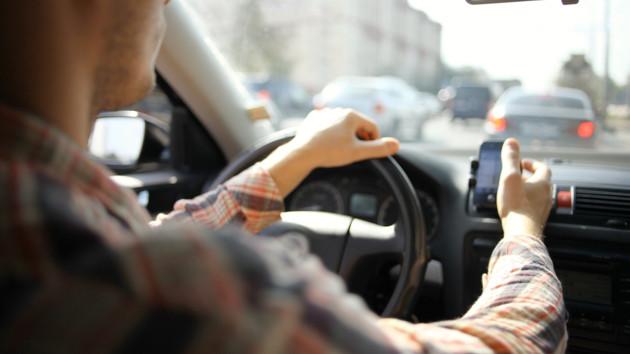 «Схватился за сердце.» В Днепре таксист умер за рулем: пассажиры чудом спаслись.