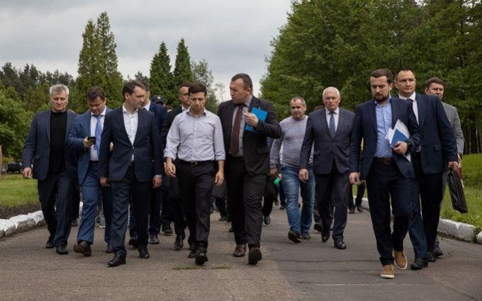 «Хаос переходного периода»: У Зеленского сделали отчаянное заявление о приближении «кризиса». «Период испытаний»