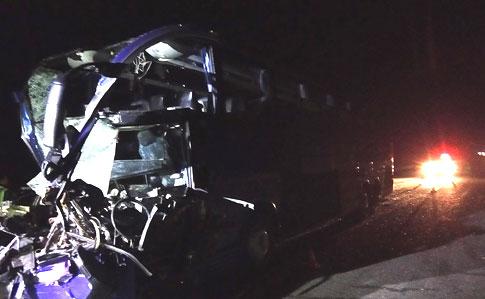 «Жуткая ночная ДТП»: На Николаевщине столкнулись автобус с пассажирами и грузовик. «Применили спецтехнику»