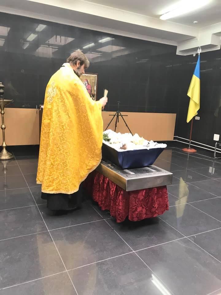 Мама не поцелует! Прощание с малышом ошеломило украинцев. На могилку никто не придет