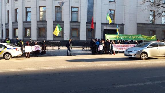 «Такса стартует от 140 гривен»: Всплыла скандальная информация о митинге против рынка земли. «Цинично проплаченная акция»