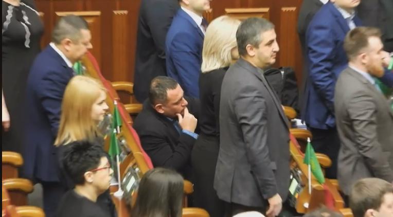А совесть где? Бужанский шокировал украинцев поступком. Он не встал!