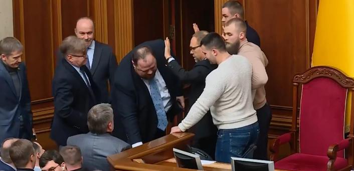 Заблокировали трибуну! В Раде настоящий балаган. Тимошенко шокировала Разумкова, делает шум.