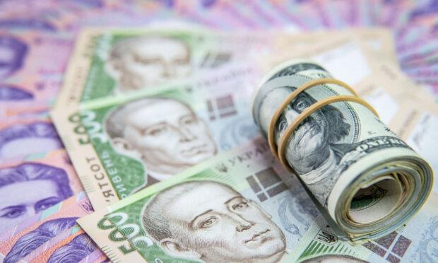 Гривну ждет колоссальное падение: эксперт рассказал, чего ждать украинцам от доллара уже совсем скоро