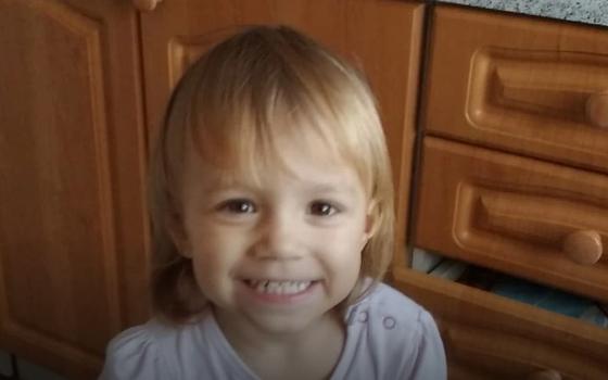 Врачи оставили умирать в одиночестве: гибель двухлетней девочки поразила всех. От йогурта