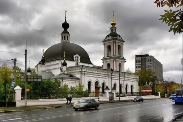 Ворвался с ножом. В известном московском храме устроили кровавую резню. Прямо во время службы