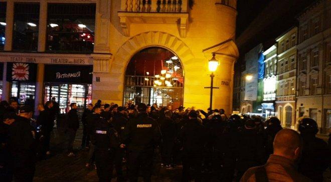 Массовая драка в центре Львова. Есть пострадавшие. Паника!