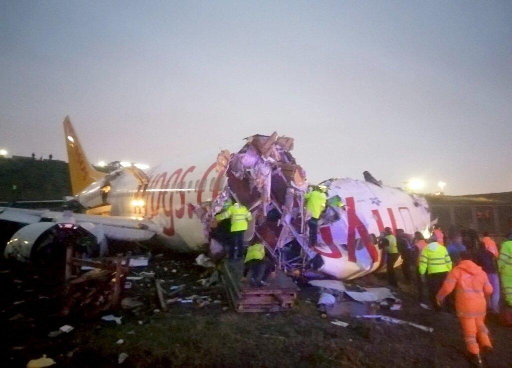 «После посадки развалился на части и загорелся»: Жуткая авиакатастрофа в аэропорту Станбула. «177 человек на борту»