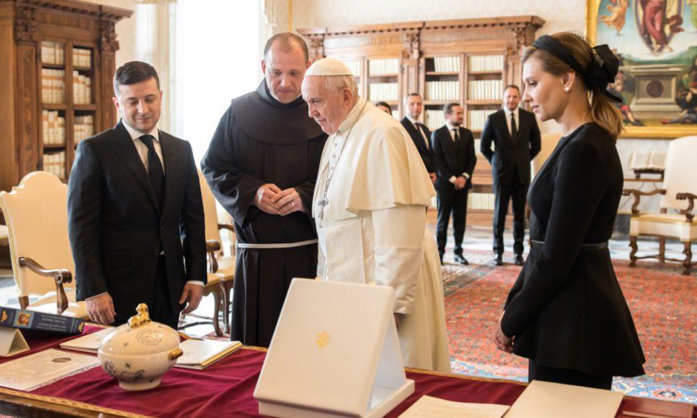 Первая Леди такого не ожидала! Папа эмоционально обратился к Зеленскому. Президент «мира» — страна аплодирует