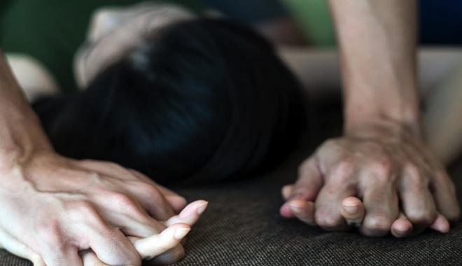 «Применяли физическую силу»: несовершеннолетнюю девушку насиловали родной отец и дедушка. «В гараже»