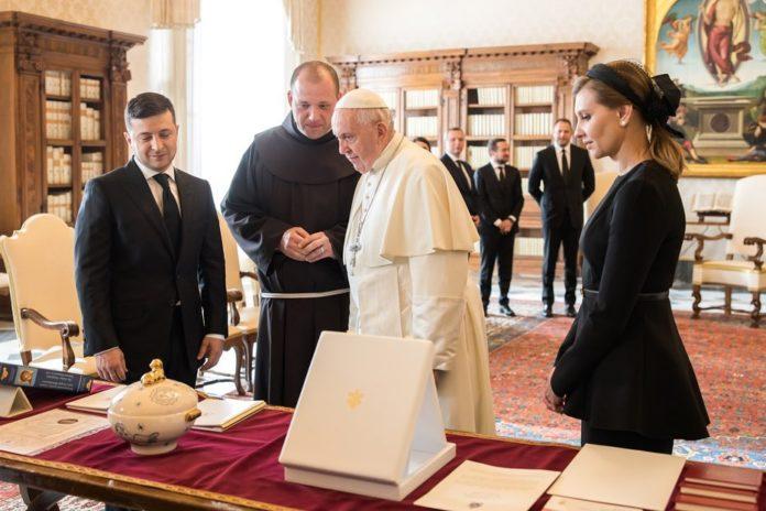 Папа на такое не надеялся! Зеленский подарил понтифику нечто особенное. «От украинского народа»