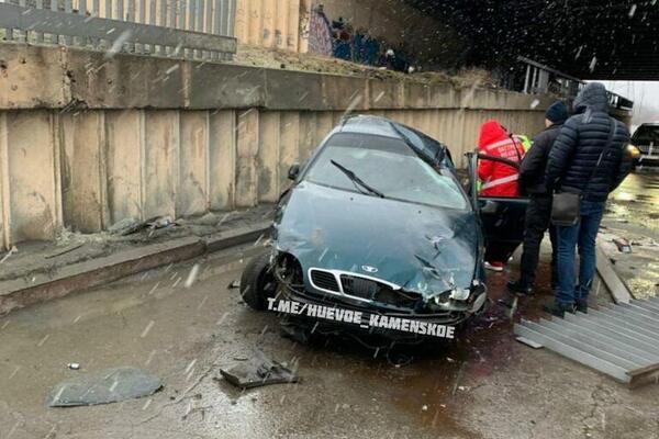 Вылетел с моста. На Днепропетровщине произошло ужасное ДТП. Снес все на пути
