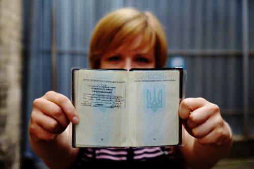 «Нужно срочно менять»: Украинцев ждут новые правила прописки. Что это значит