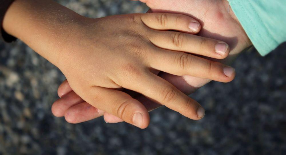 На крик сбежались соседи: в Днепре младший брат расправился с 3-летней приемной сестренкой