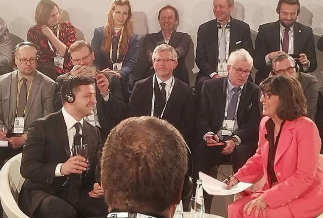 «Это неправда!»: Она разнесла соратника Порошенко в Мюнхене — обступили его. «Ты позоришь!»